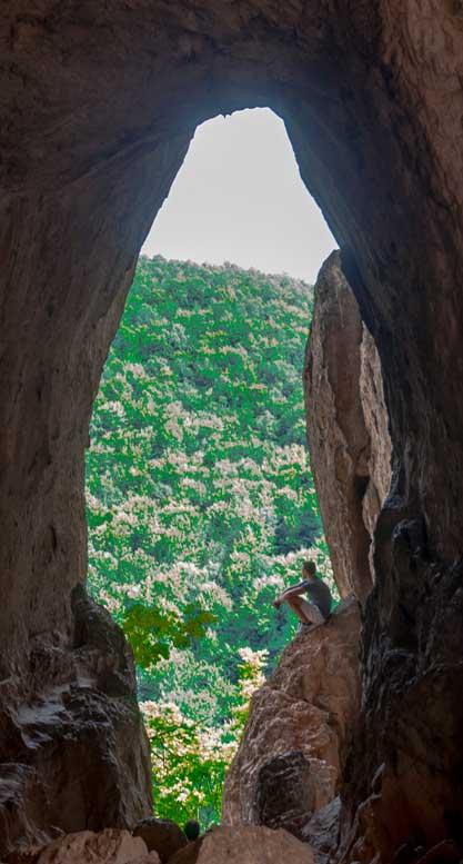 Peștera Trei ferestre